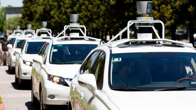 Una flota de coches autónomos de Google, resultado del aprendizaje avanzado de las máquinas