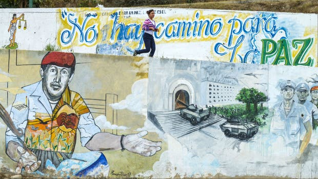 Pintadas en Caracas celebran un nuevo año de bolivarismo en Venezuela