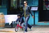 La última vuelta al barrio. Un día antes, Nati llevó a su hijo a dar un paseo. Para eso, Atahualpa se subió a su bicicleta sin pedales que domina a la perfección. La vuelta fue sin apuro: a pesar de que esa misma semana celebraron el cumpleaños de su marido, Ricardo Mollo, la actriz organizó todo co