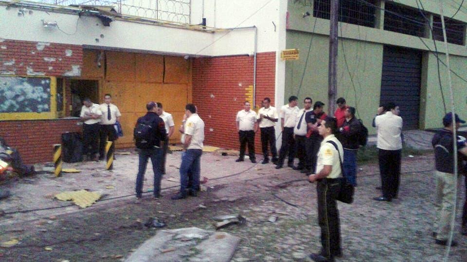 Espectacular golpe comando en Ciudad de Este: tomaron la ciudad y se robaron 40 millones de dólares, eran cerca de 30 ladrones, incendiaron autos e hicieron estallar la bóveda de la empresa Prosegur. Foto: Gentileza Cancio González