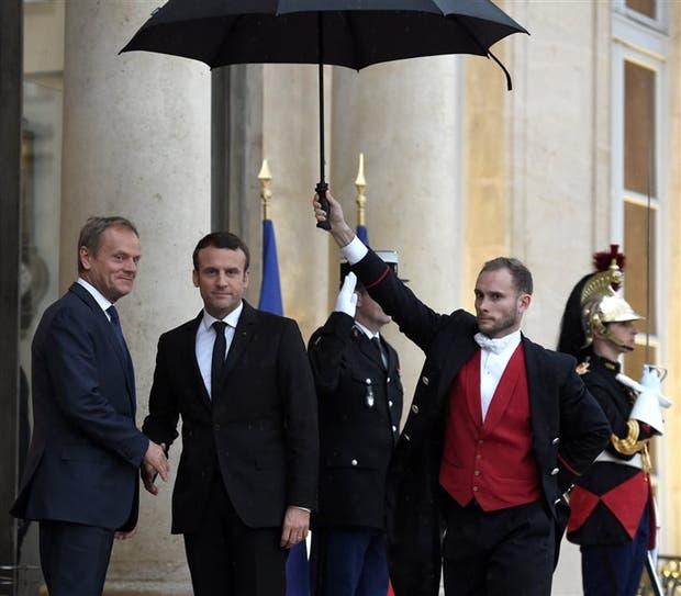 Macron recibió ayer al presidente del Consejo Europeo, Donald Tusk, en París