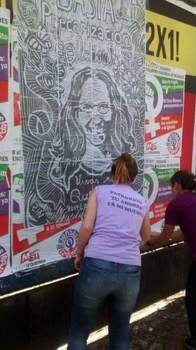 Una mural con la imagen de Laura Iglesias