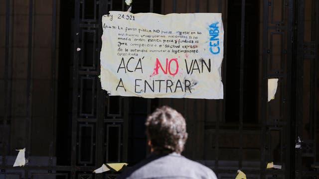 Pancartas contra la reforma en el Nacional Buenos Aires