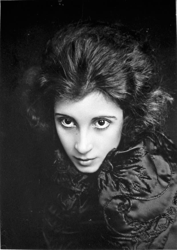 Periodista y dramaturga, Salvadora Medina Onrubia (1894-1972) es una de las figuras del film que se presenta en Canal Encuentro