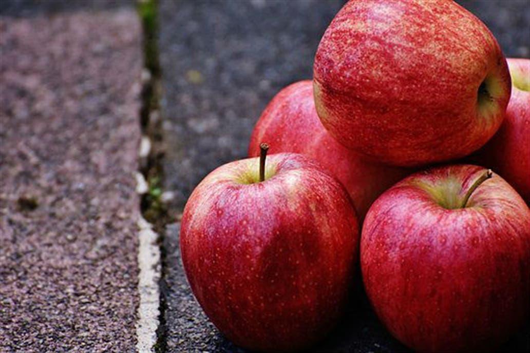 Azúcar, papa y frutas de pepita fueron los productos con mayores bajas, según un informe del Ieral; subieron el aceite de oliva, la miel y la foresto-industria, entre otros