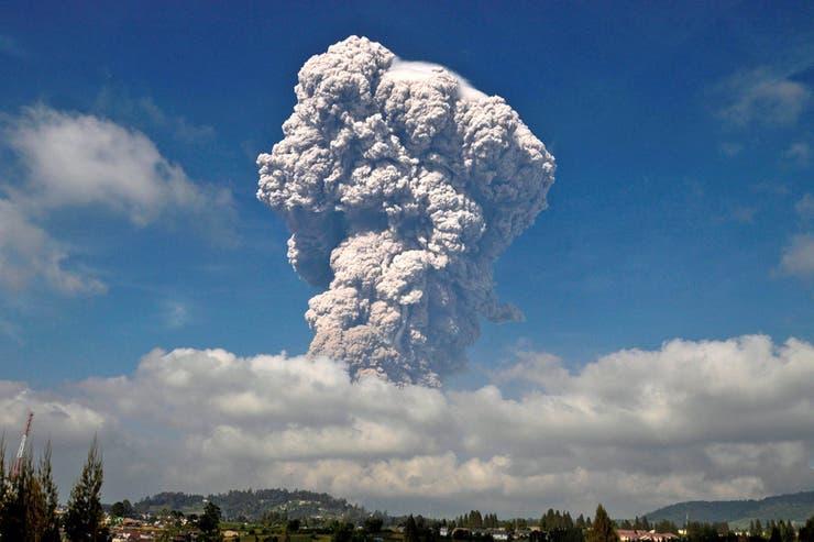 Las espectaculares imágenes del volcán Sinabung que hizo erupción