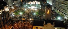 Cuando empezó a hablar Blumberg, una multitud ocupaba la zona de la Plaza de Mayo para pedir reformas en la lucha contra el delito
