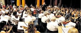 Pedro Ignacio Calderón estuvo al frente de la Sinfónica Nacional en el primer concierto del año