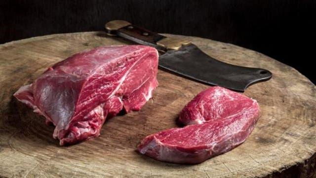 La carne no se debe descongelar a temperatura ambiente para evitar la proliferación de bacterias