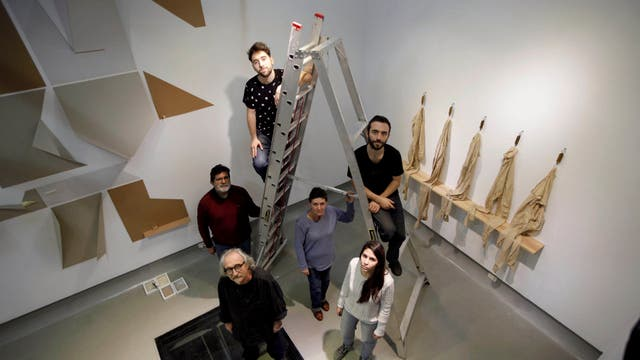 Un clan que son dos: los Peña (Aldo; su mujer, Sara Picconi, y su hija Huenu) comparten muestra con los Pesce (Ernesto y sus hijos Julián y Lautaro) en la galería Pasaje 17