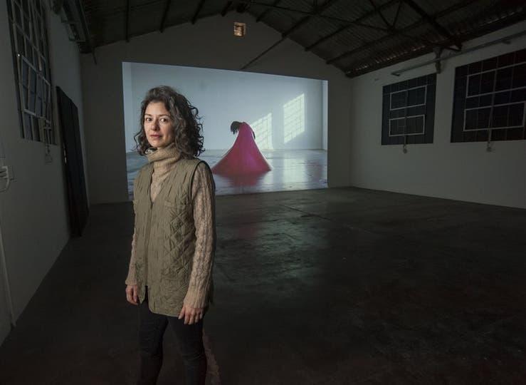 Elena Dahn en Móvil, con su videoinstalación Cámara