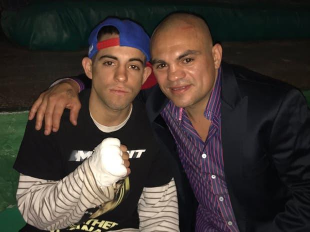 Mauro Barrios y su padre, antes del combate