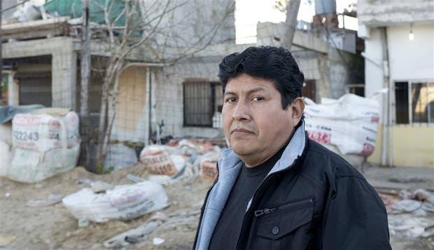 Luis Espinoza, uno de los vecinos comprometidos del Barrio Rodrigo Bueno