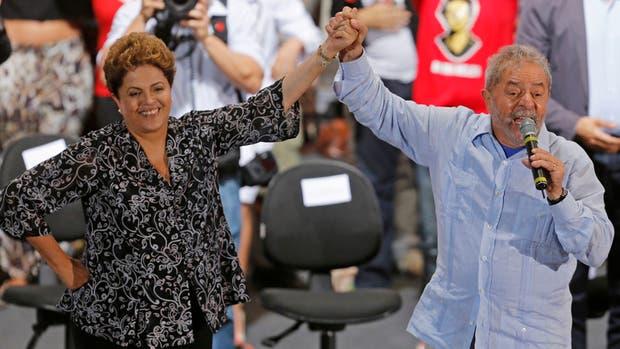 Dilma Roussef junto a Lula Da silva