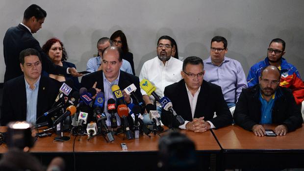 El presidente del Parlamento, Julio Borges, al anunciar ayer las negociaciones