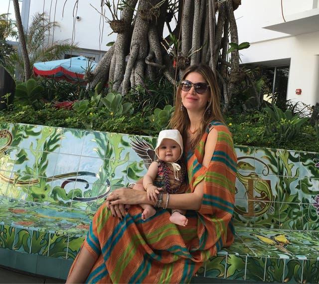 Indra y Dolores, en uno de sus paseos familiares