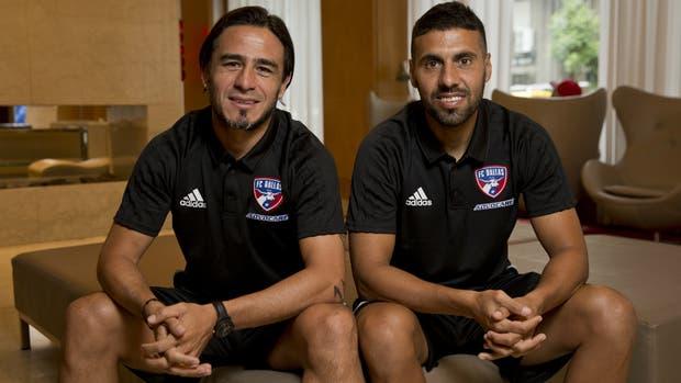 Mauro Rosales y Javier Morales, jugadores Dallas FC, de paso por la Argentina