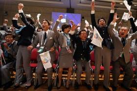 Celebración de la delegación japonesa, al enterarse de la elección de Tokio