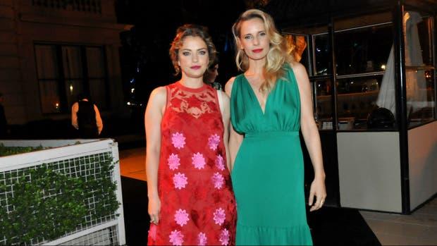 Dolores Fonzi y Julieta Cardinali llegaron juntas para disfrutar de una noche a puro glam