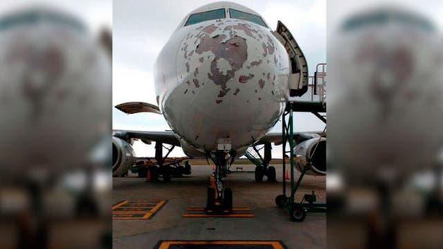 El temporal destrozó parte de un avión que aterrizó en Termas de Rio Hondo