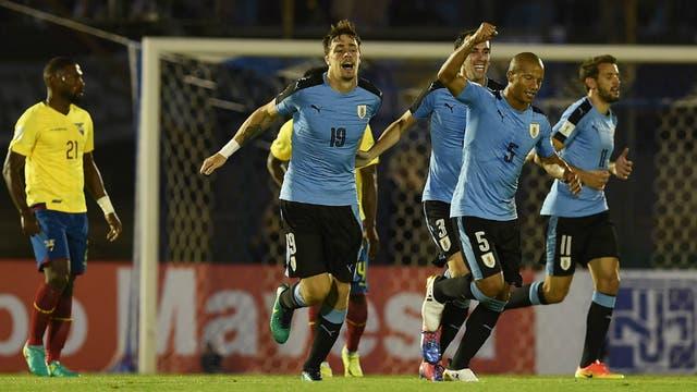 Coates celebra su gol, el primero de Uruguay