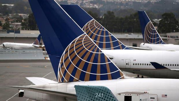 Prohíben a niñas abordar avión por usar leggings