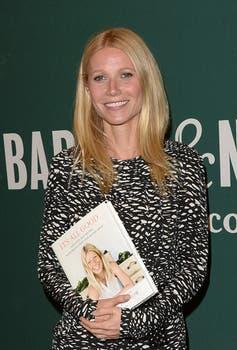 Gwyneth Paltrow ahora escribe y estuvo firmando su libro en Los Ángeles. Foto: AFP