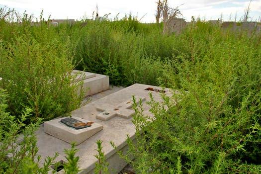 Fundada el 23 de enero de 1921, Epecuén era el destino turístico de la época; su cementerio sufrió las consecuencias del agua. Foto: LA NACION / Mauricio Giambartolomei