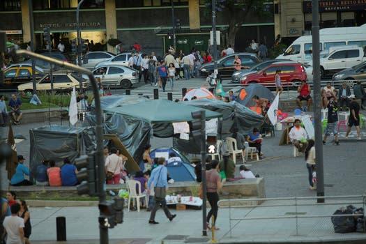 Más de 600 personas de 20 provincias reclaman a la Nación tierra, techo y trabajo; piden que los atiendan, el Obelisco es ahora un inmenso camping. Foto: LA NACION / Hernán Zenteno