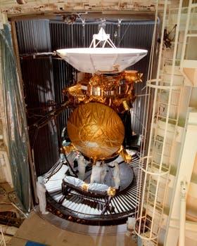 La sonda en la etapa final de pruebas: fue un proyecto conjunto de la NASA, la ESA y la ASI. Foto: AP