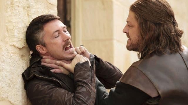 La amistad entre los Stark y Meñique comenzó en la primera temporada de la serie