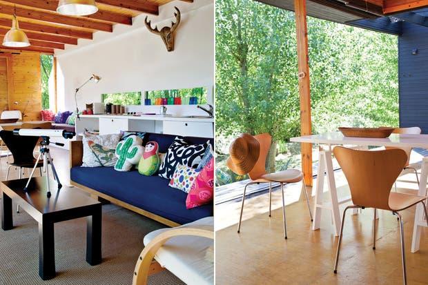 Con intención de sumar color y calidez incorporaron alfombras y almohadones estampados (Marimekko) y uno con forma de Mamuschka (Piaf design). Las 4 sillas Jacobsen a tono con el piso fenólico de madera..