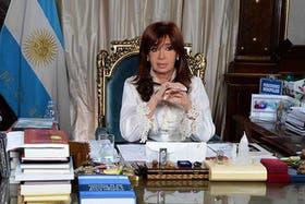 """Cristina Kirchner recurrió a Facebook de nuevo: """"Los delitos no tienen razones, sólo tienen móviles"""""""