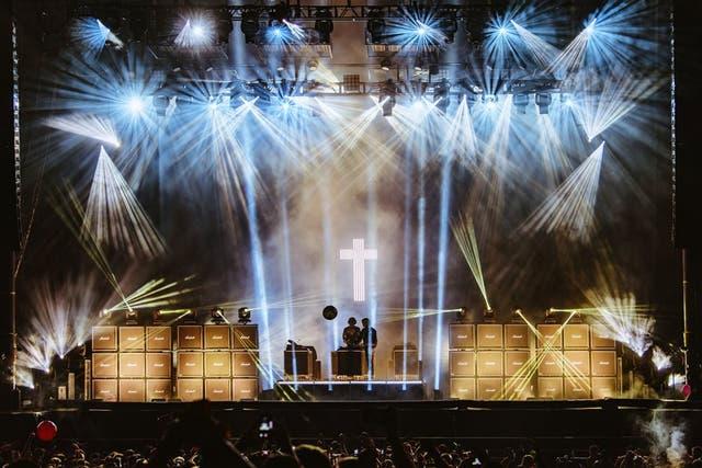 """Este festival que nació como un espacio para """"la nación alternativa"""" de la escena rockera, encuentra hoy en la música electrónica a una de sus vedettes más requeridas y por ello el dúo francés Justice tuvo su lugar de privilegio en el cierre del escenario Bud Light"""