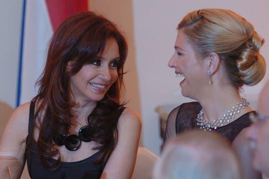 Cristina y Máxima, conversan en uno de los encuentros. Foto: Archivo