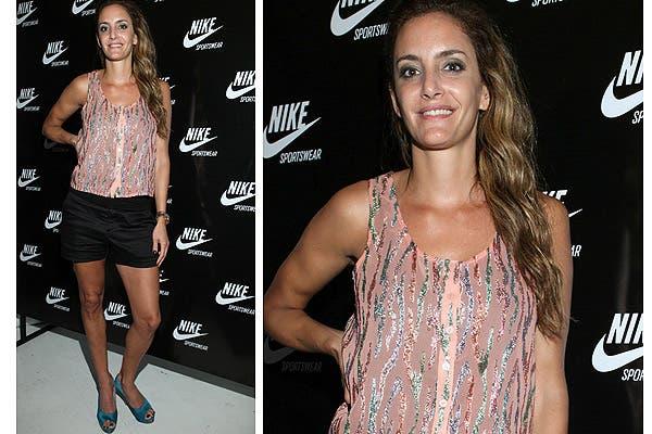 La ex Leona y actual modelo Luciana Aymar fue una de las invitadas a la fiesta de Nike; combinó un top rosa con detalles con brillo, con un short y peep toes turquesa. Foto: Gentileza Urban PR