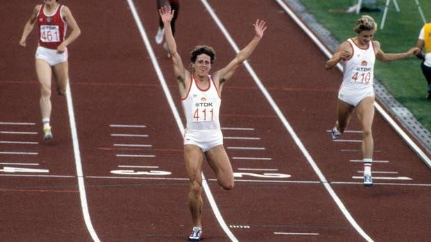 Jarmla Kratochvilova, en 800 metros, posee el récord más antiguo del atletismo; lo logró en Munich el 26 de agosto de 1983 con un tiempo de 1:53.28.