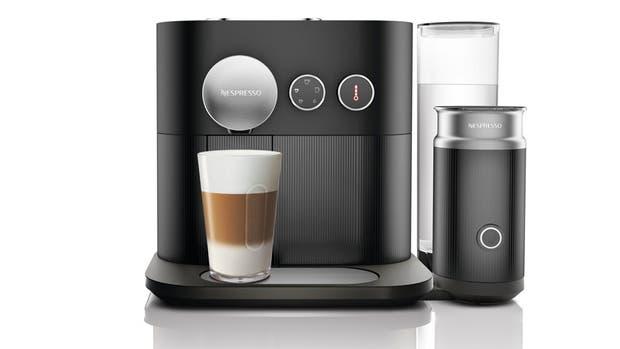 La Nespresso Expert & Milk permite crear una receta de café a medida mediante el ajuste de diversos parámetros, tales como la cantidad y la temperatura del agua, desde la aplicación móvil oficial