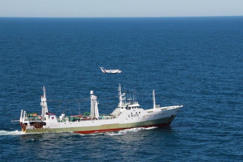 Imputado por haber ingresado a la zona económica exclusiva y por pesca ilegal, el buque espera las definiciones judiciales