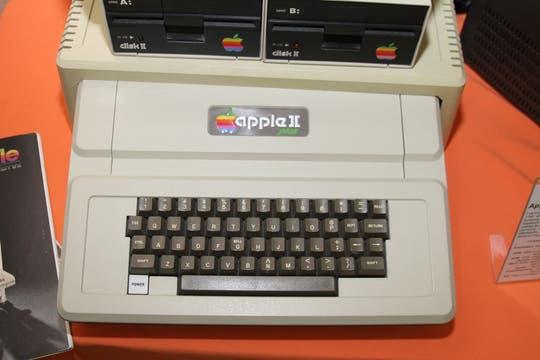 La Apple II plus, uno de los tantos equipos de la compañía de Cupertino presentes en la muestra. Foto: Gentileza Museo de Informática