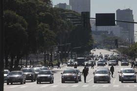 La avenida 9 de Julio, con pocos autos por las vacaciones de invierno; pero postales similares se ven cada vez más