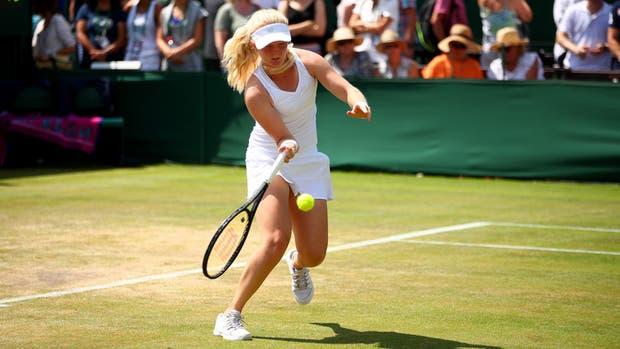 Francesca Jones, en acción en Wimbledon
