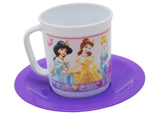 Set de taza y plato de Princesas ($13 en Hiperlibrería Koruya). Foto: lanacion.com