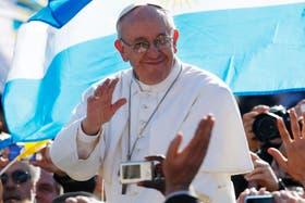 Francisco fue a rezar ante la tumba de Juan Pablo II