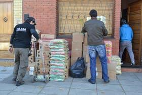 Desarticularon una organización que vendía alimentos destinados a planes sociales