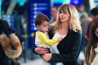 Guillermina Valdes voló a Barcelona escoltada por su pequeño héroe