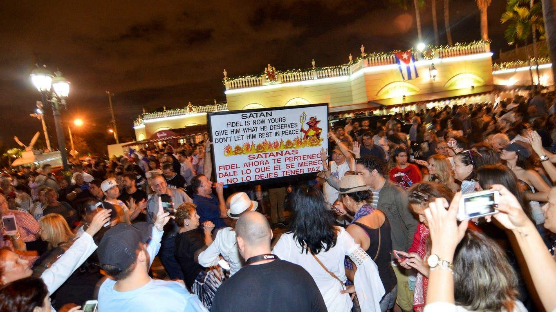 Cientos de cubano-estadounidenses celebraron en Miami la muerte de Fidel Castro. Foto: Reuters
