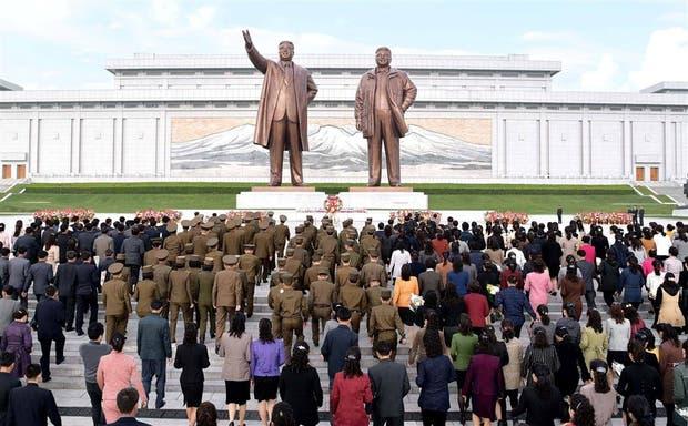Actos por el 85° aniversario de la creación del Ejército del Pueblo Coreano