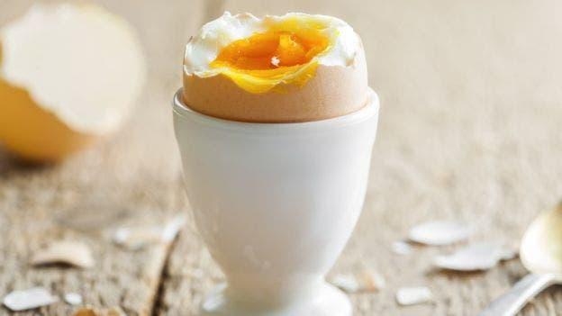 Los bebés menores de cuatro meses no deben comer huevo