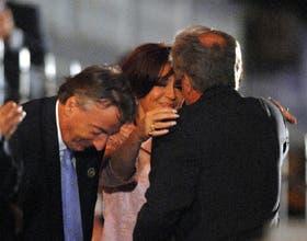 El presidente Néstor Kirchner y su esposa, Cristina Fernández, saludaron al presidente de Uruguay, Tabaré Vázquez